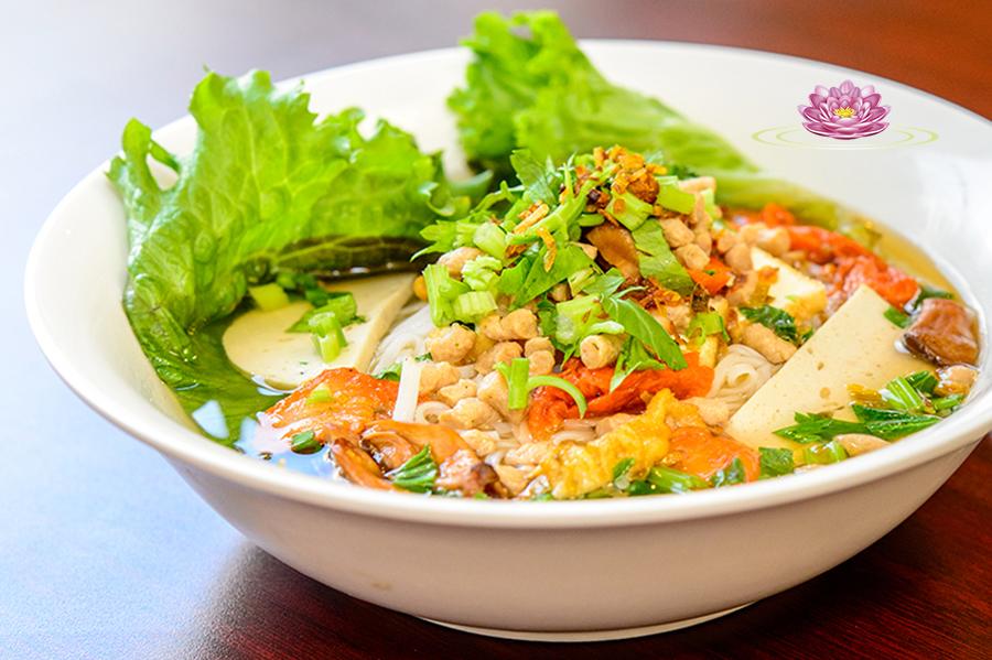 N03. Vegetarian Nam Vang style rice noodle soup