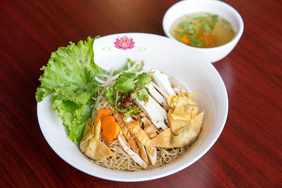 N05. Special vegetarian egg noodle soup