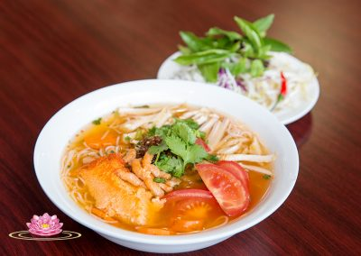N15. Vegetarian mock crab paste, tofu and tomato vermicelli soup